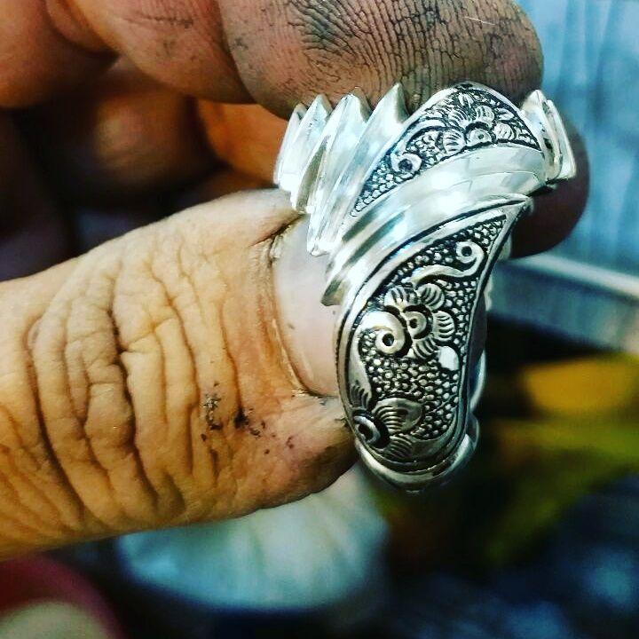 ساخت انگشتر قلم زنی دست ساز منحصر به فرد گوهری نایاب