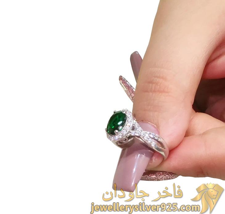 انگشتر زمرد طرح جواهر زنانه