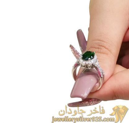 انگشتر زمرد طرح جواهر زنانه تصویر دوم