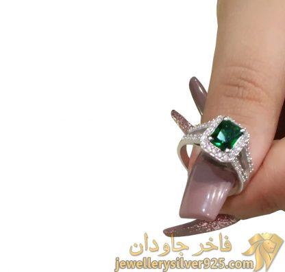 انگشتر نقره روکش طلای سفید با جواهر زمرد تصویر دوم