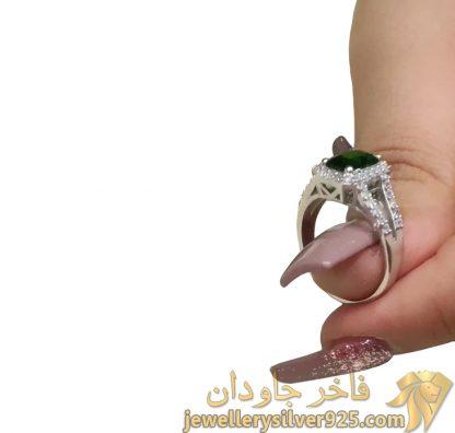 انگشتر نقره روکش طلای سفید با جواهر زمرد تصویر چهارم